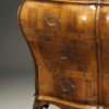 19th century Italian bombe commode in burr walnut, circa 1890 A2435E
