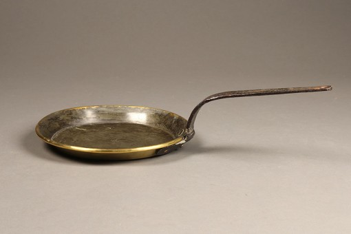 A5320A-antique-18th-century-pan-brass-handle-wrought