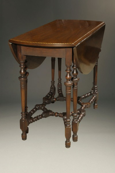 Antique English gateleg drop leaf table