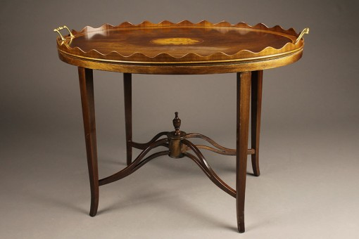 Antique Hepplewhite style Tea table.