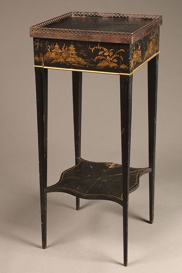 Small table with chinoiserie details A5515A
