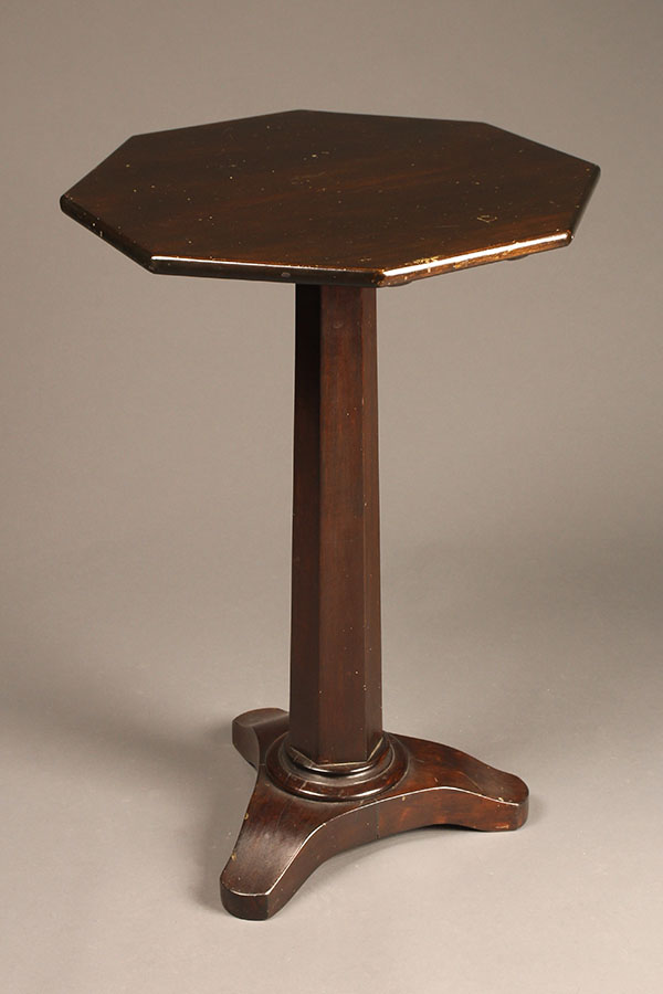 Octagonal wine table A5521A