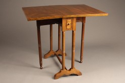 Drop leaf table A5523A