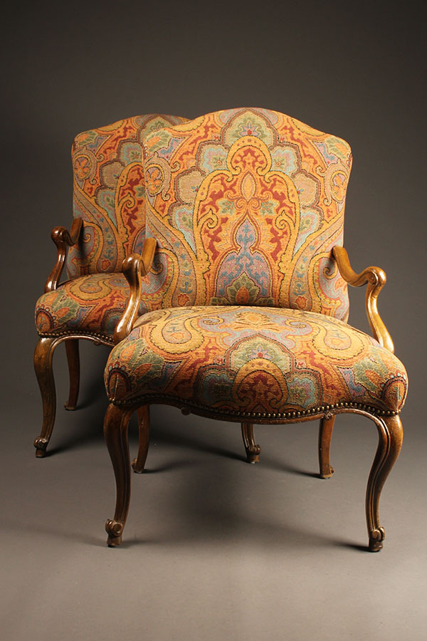 Pair of arm chairs A5526A