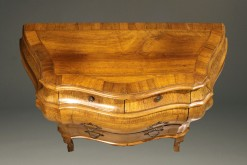 Bombe Commode A5599D