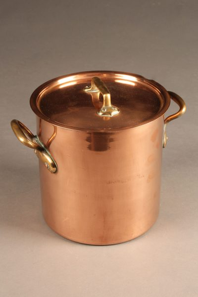 Mid 19th century round French copper pot (marmote) with lid, circa 1850-70