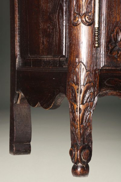 French Louis XV provincial vaisselier in nicely carved oak