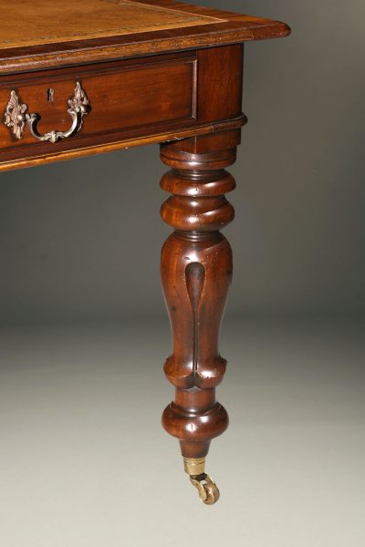 English mahogany Gentleman's writing desk with leather top
