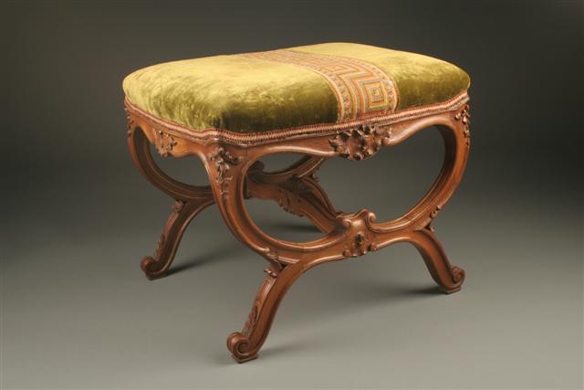 louis xv walnut banquette parcel gilt. Black Bedroom Furniture Sets. Home Design Ideas