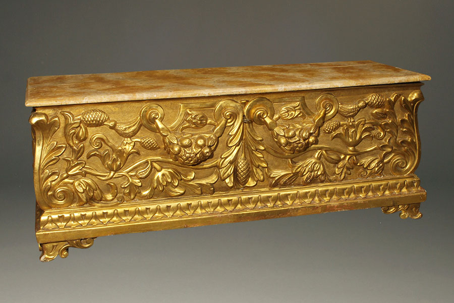 A1982A-italian-antique-coffer-gilt-chest-blanket1