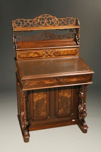 19th century Victorian style writing desk A5267A1