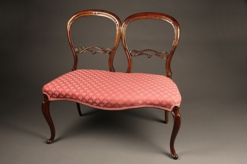 Antique Queen Anne style settee A5277A1