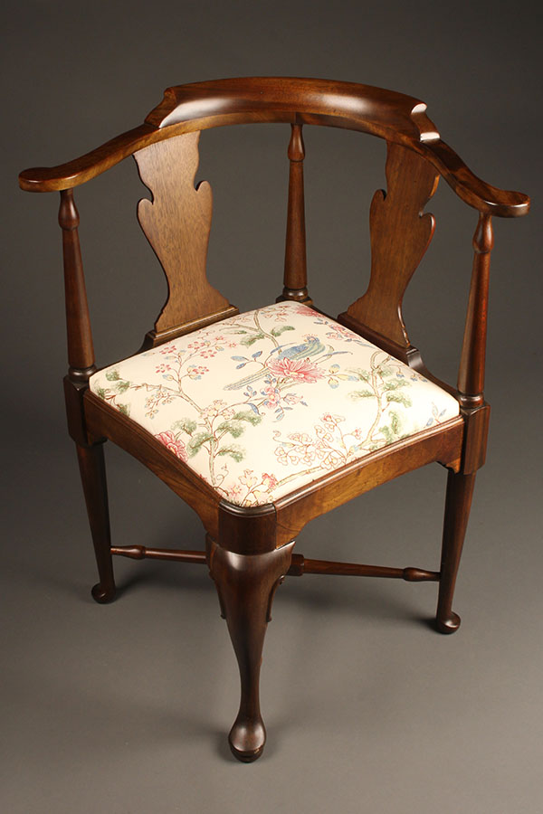 A5313A-English-queen-anne-chair-antique - Antique Queen Anne Style Corner Chair.