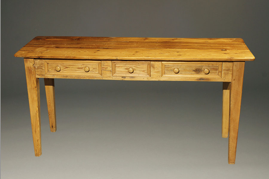 English hunt table in pine for England table