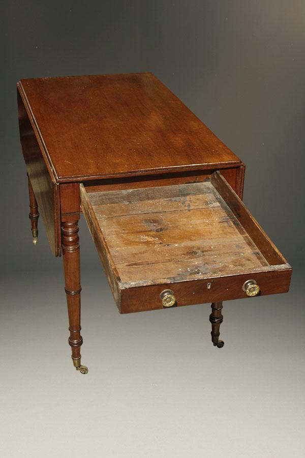 A5348D antique federal dropleaf drop mahogany. Antique Federal style drop leaf table