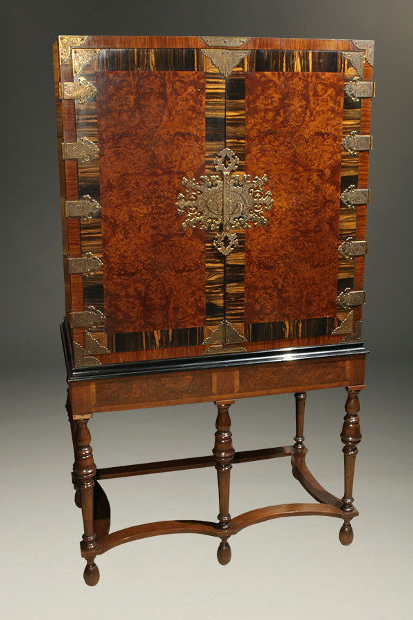 A5375A Antique Cabinet Stand1
