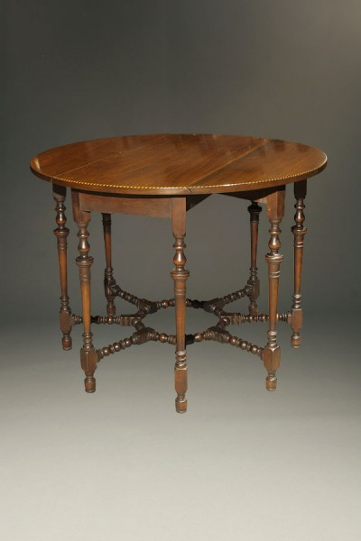 Antique English gateleg drop leaf table.