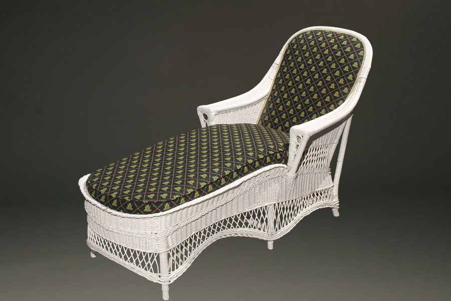 Wicker chaise lounge for Antique wicker chaise lounge