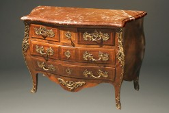 Chest of drawers/ Commodes