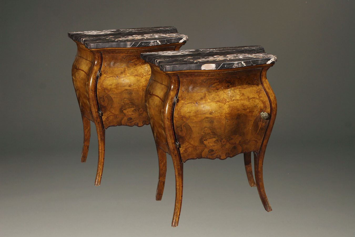 antique pair of italian commodes in burl walnut with marble tops. Black Bedroom Furniture Sets. Home Design Ideas