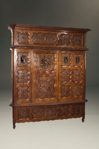 18th century cabinet made from Lyonnaise yew wood bed face