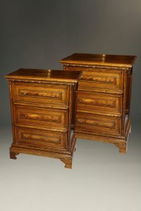 Very nice late 19th century pair of English walnut commodes/chests in George III style